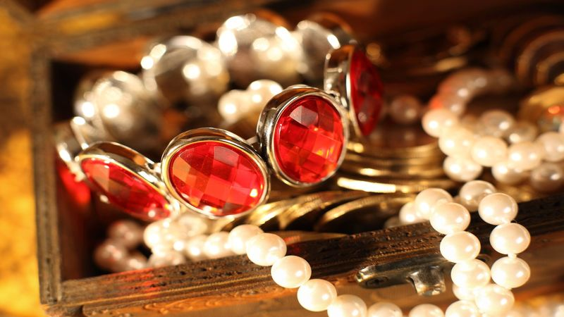 2 Effective Ways Turning to a Chicago Gold Gallery Can Benefit You